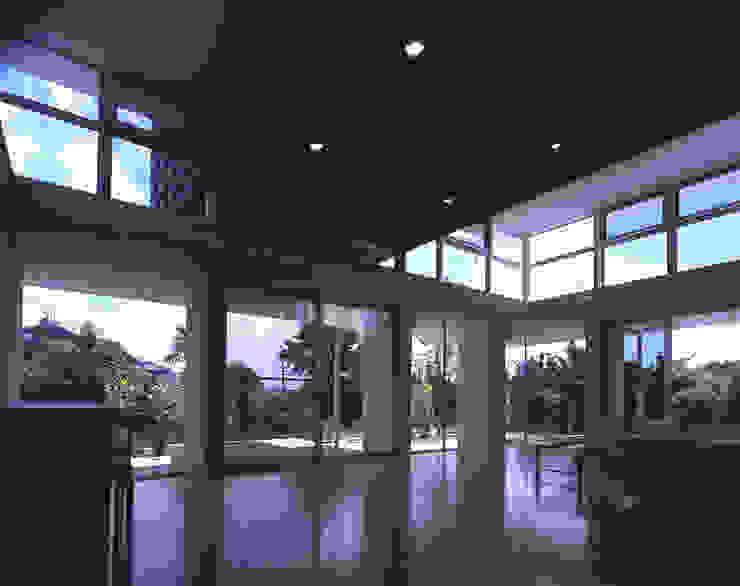 Modern Living Room by 株式会社長野聖二建築設計處 Modern