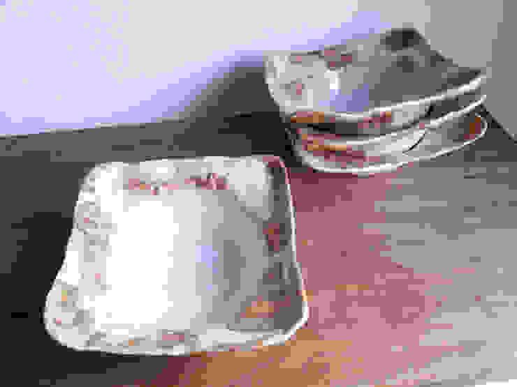 シリーズ『白石畳』: 陶器食器店 a new sprout / junko sakamotoが手掛けた現代のです。,モダン