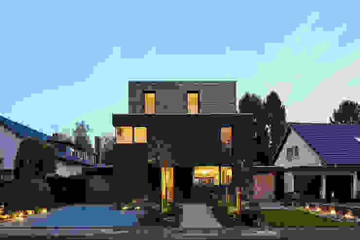 Дома в стиле модерн от Corneille Uedingslohmann Architekten Модерн