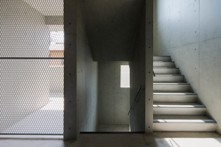 Eclectic style corridor, hallway & stairs by 本瀬齋田建築設計事務所 Eclectic