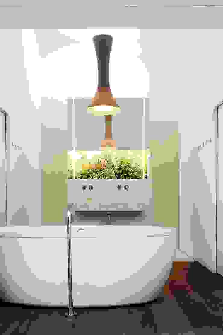 Baños de estilo minimalista de LOVE architecture and urbanism Minimalista
