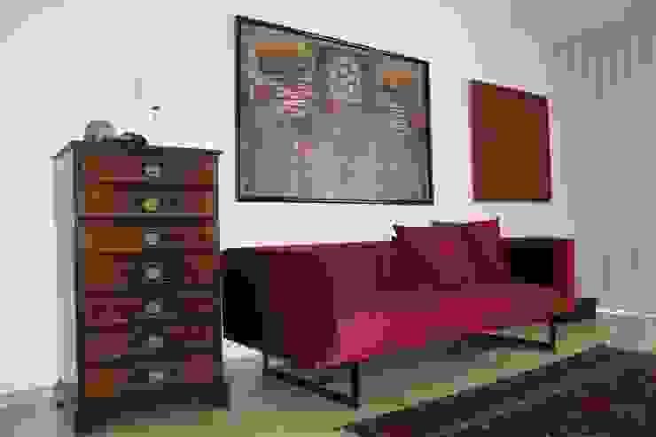 Closet _ Sofá por Cantos da Casa interiores&mobiliário Moderno Têxtil Ambar/dourado