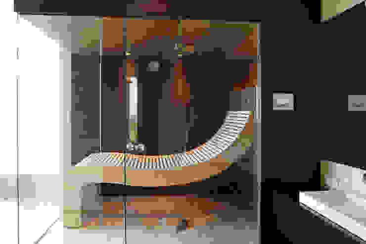 4-teilige Glasfront über Eck Erdmann Exklusive Saunen Moderner Spa