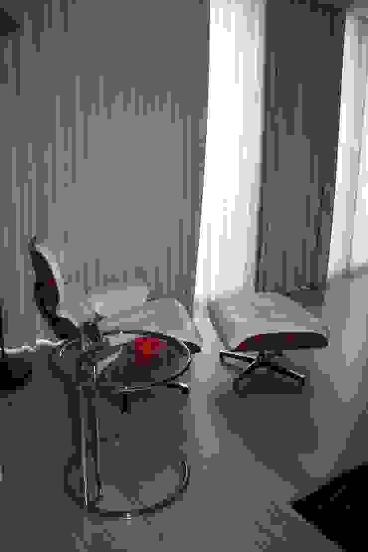 Eames lounge chair por Cantos da Casa interiores&mobiliário Escandinavo Pele Cinzento