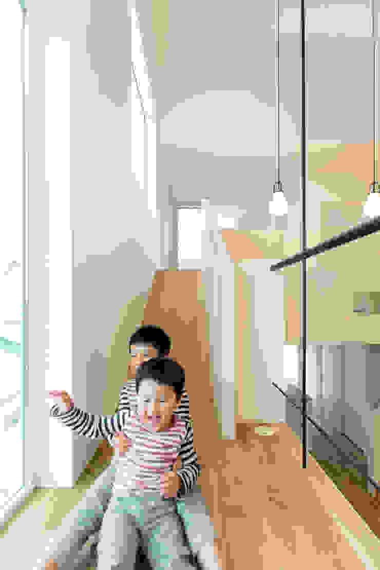 スベリ台のある家 オリジナルスタイルの 玄関&廊下&階段 の 一級建築士事務所 Atelier Casa オリジナル 木 木目調