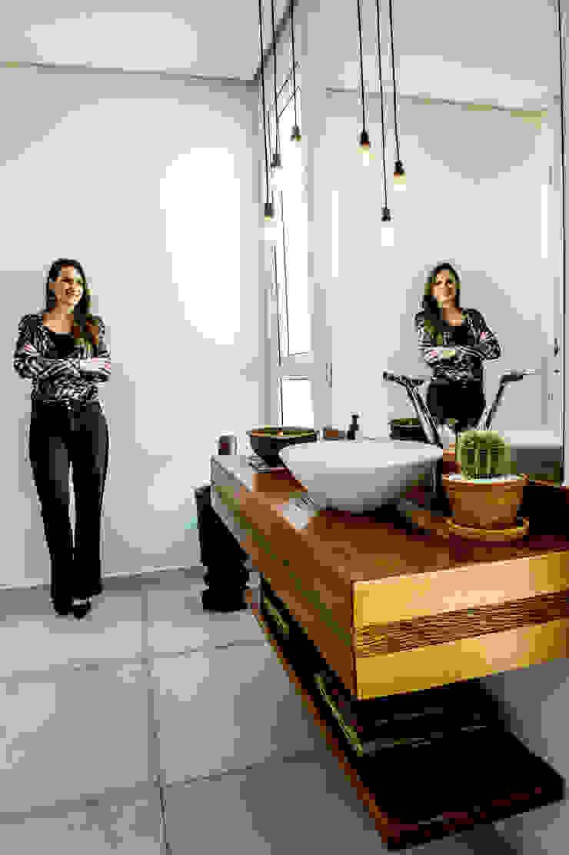 Lavatório Banheiros modernos por Celina Molinari Arquitetura e Interiores Moderno