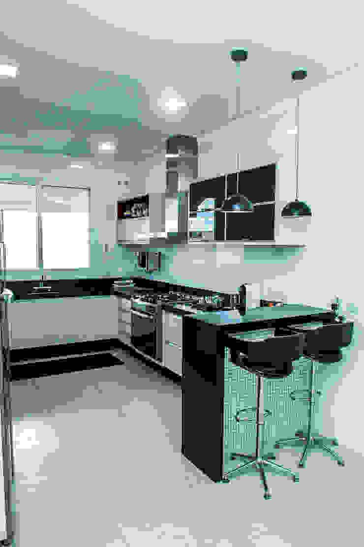 Cozinha Cozinhas modernas por Celina Molinari Arquitetura e Interiores Moderno