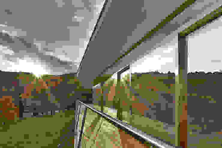 Balcon, Veranda & Terrasse minimalistes par LOVE architecture and urbanism Minimaliste