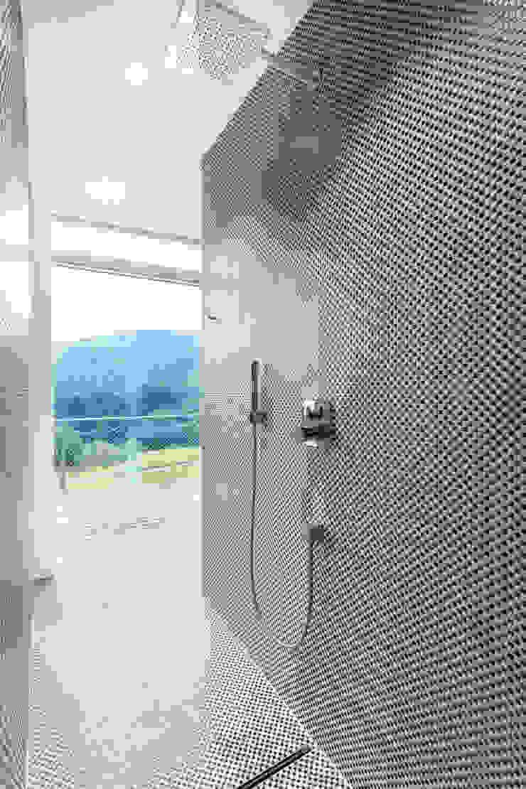 Salle de bain minimaliste par LOVE architecture and urbanism Minimaliste