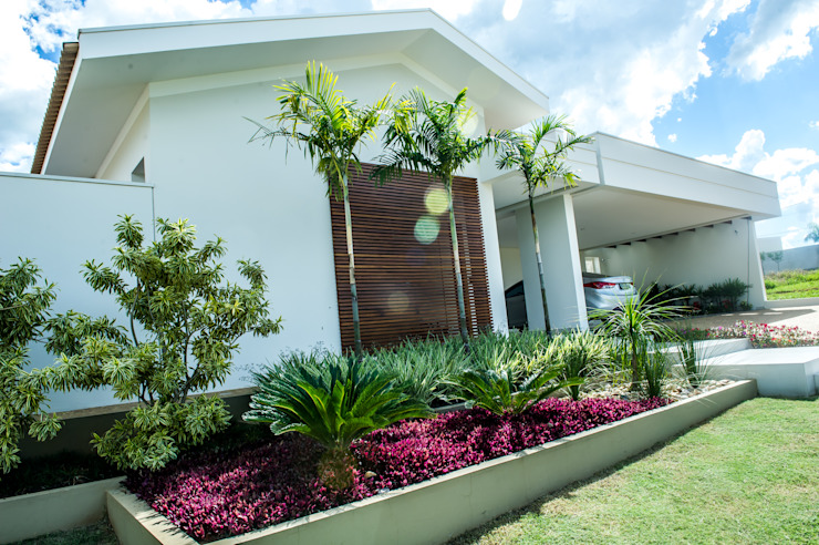 Fachada Casas modernas por Celina Molinari Arquitetura e Interiores Moderno