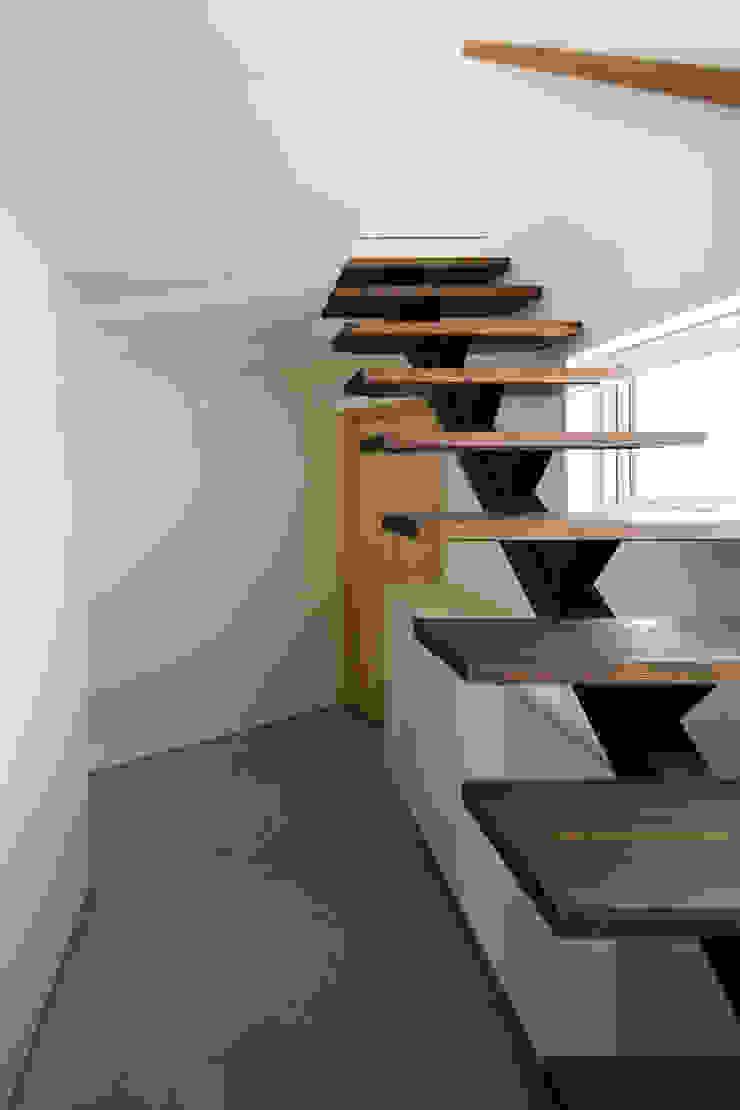 手稲山が望める家 ミニマルスタイルの 玄関&廊下&階段 の 一級建築士事務所 Atelier Casa ミニマル 鉄/鋼