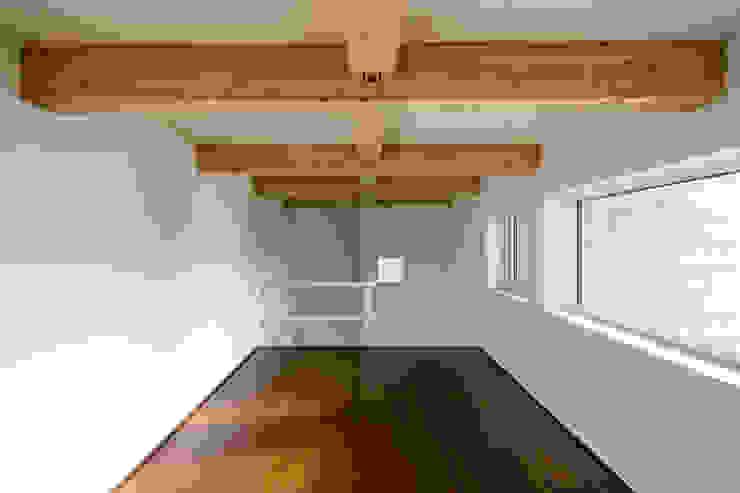 手稲山が望める家 ミニマルデザインの 多目的室 の 一級建築士事務所 Atelier Casa ミニマル 木 木目調