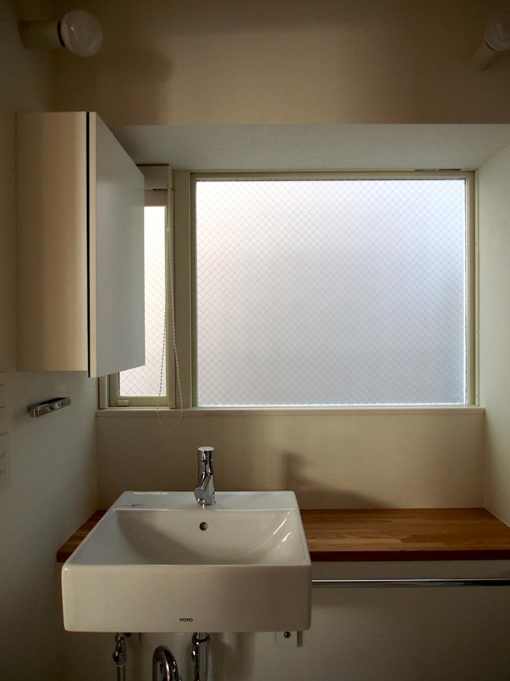 八幡山の二世帯住宅 モダンスタイルの お風呂 の アトリエハコ建築設計事務所/atelier HAKO architects モダン