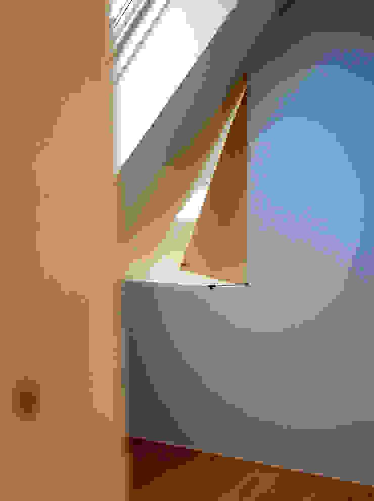 八幡山の二世帯住宅 モダンスタイルの 玄関&廊下&階段 の アトリエハコ建築設計事務所/atelier HAKO architects モダン