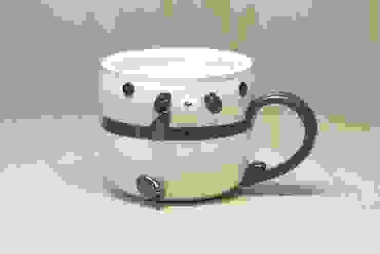 パンダカップ(> <): 丸山陶房が手掛けた折衷的なです。,オリジナル セラミック