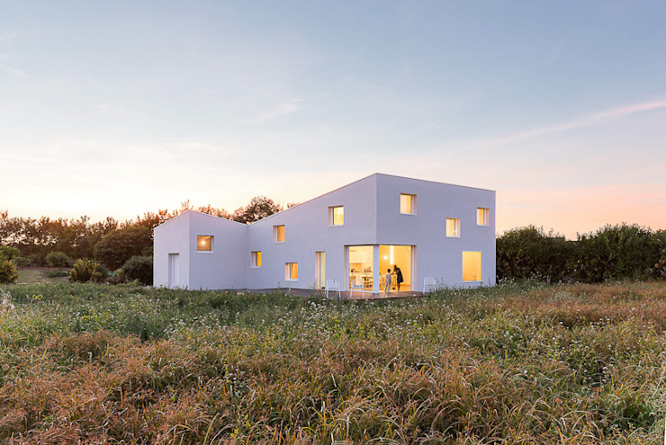 House for a Photographer 모던스타일 주택 by STUDIO RAZAVI ARCHITECTURE 모던