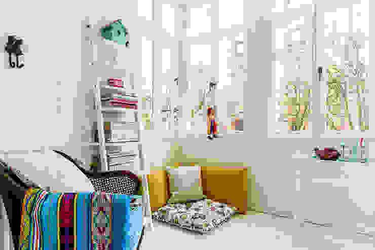 weranda Klasyczny balkon, taras i weranda od Gzowska&Ossowska Pracownie Architektury Wnętrz Klasyczny