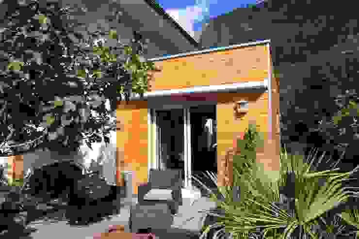 Casas estilo moderno: ideas, arquitectura e imágenes de Amnios Moderno