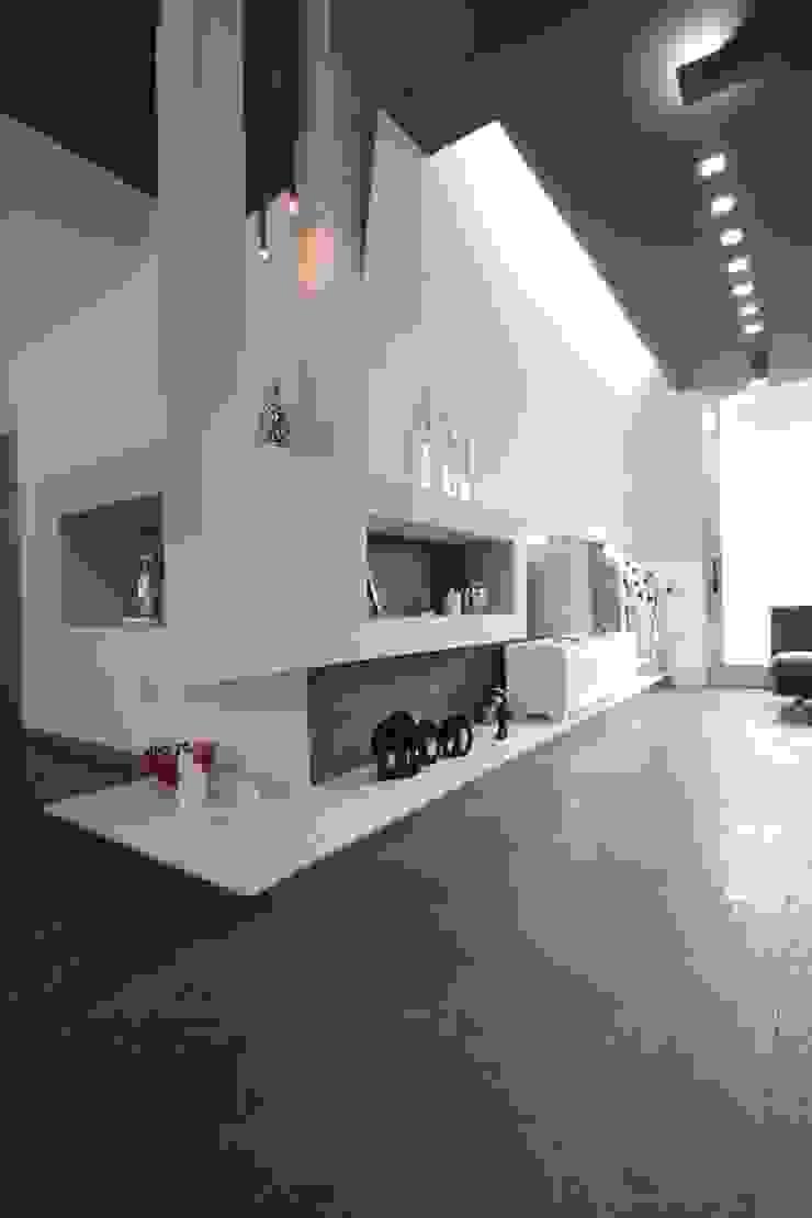 Studio Ferlenda Salas de estilo moderno