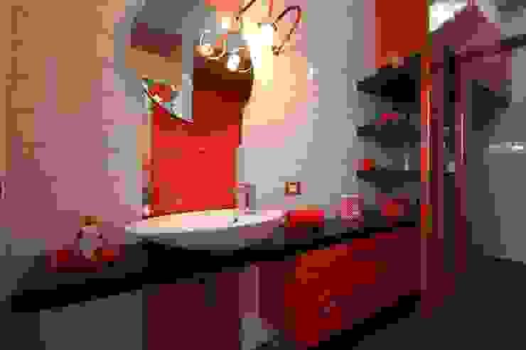 Bathroom by Studio Ferlenda