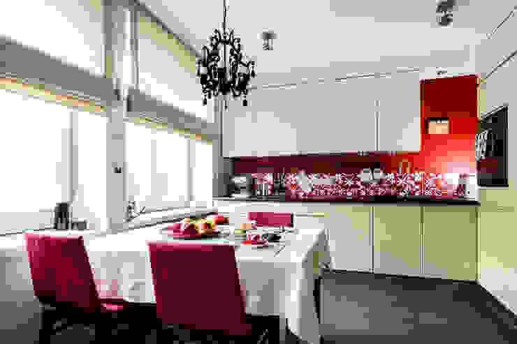 Mieszkanie w centrum miasta Eklektyczna kuchnia od Gzowska&Ossowska Pracownie Architektury Wnętrz Eklektyczny