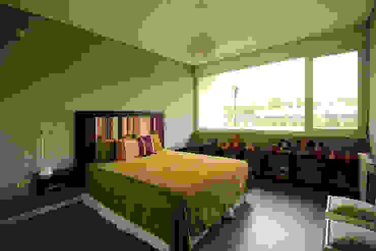 Bedroom by Queixalós.Trull Arquitectos,