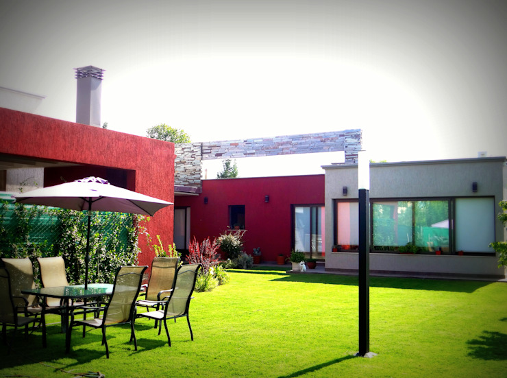 VYC Arquitectura Modern style gardens