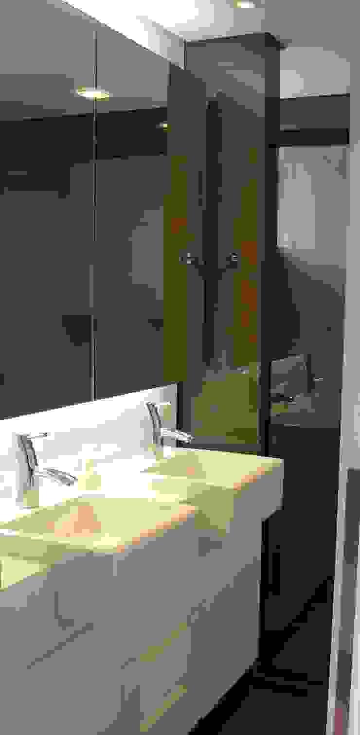 Banho suíte casal Banheiros modernos por Manuela Di Giorgio | Arquitetura e Interiores Moderno Mármore
