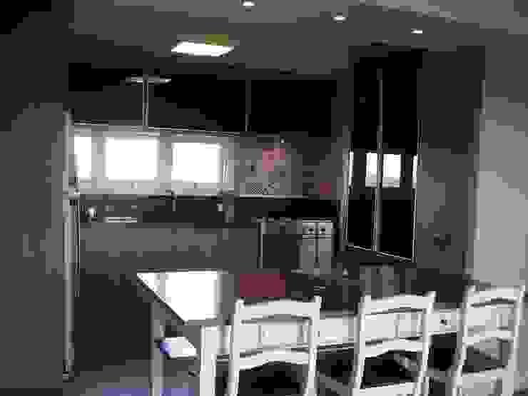 Cozinha Cozinhas modernas por Manuela Di Giorgio | Arquitetura e Interiores Moderno Madeira Efeito de madeira