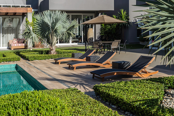 Casa Piscinas modernas por WMP Arquitetura e Ambientação Moderno Madeira Efeito de madeira