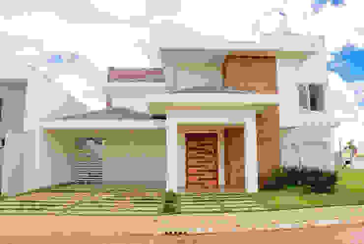 Fachada da residência F&T Casas modernas por Caroline Argenta e Elisangela Chioca Moderno