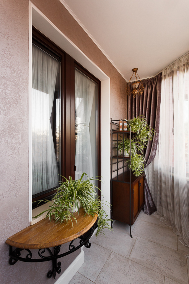 Classic style balcony, veranda & terrace by AGRAFFE design Classic