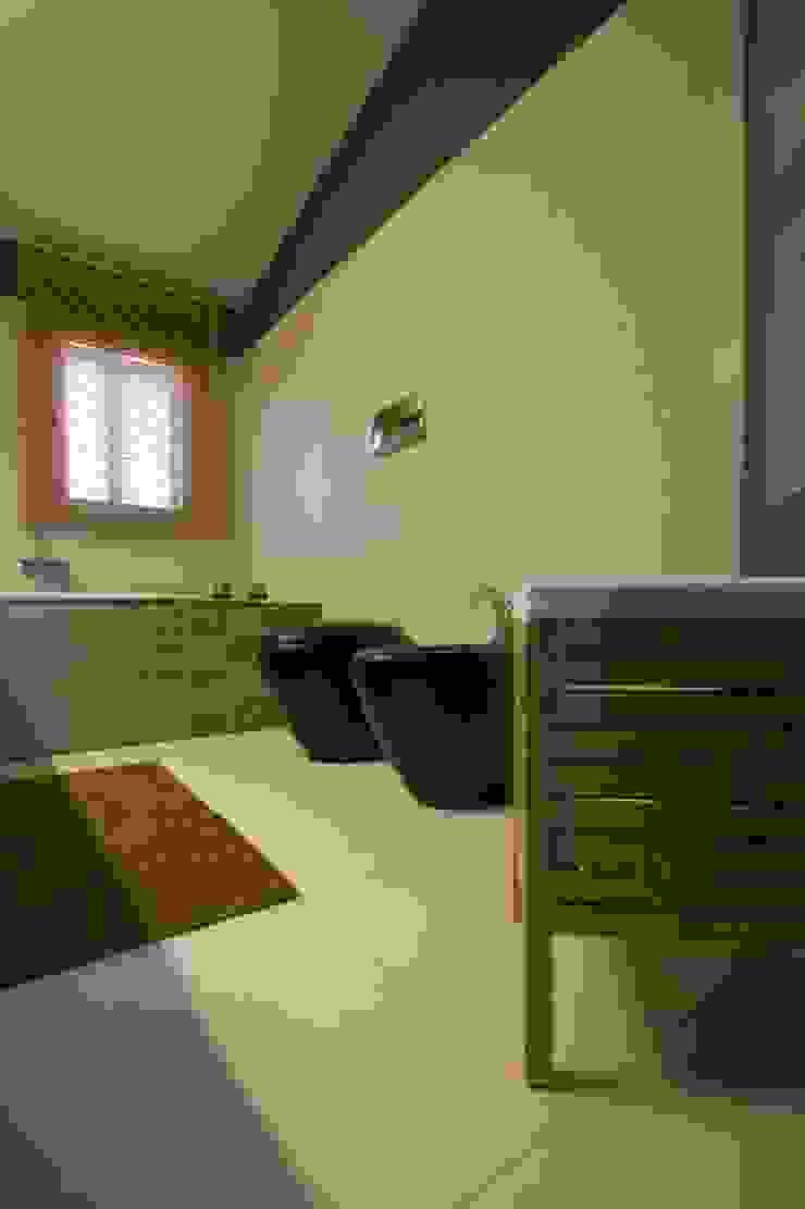 Studio Ferlenda Baños de estilo moderno