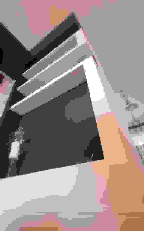 Studio Ferlenda Classic style corridor, hallway and stairs