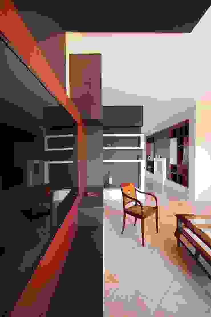 Studio Ferlenda Paredes y pisos de estilo clásico