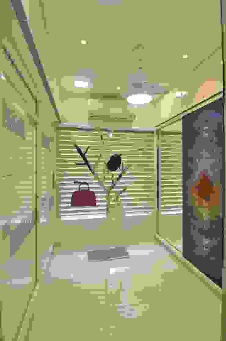 Site at Juhu Modern dressing room by Mybeautifulife Modern