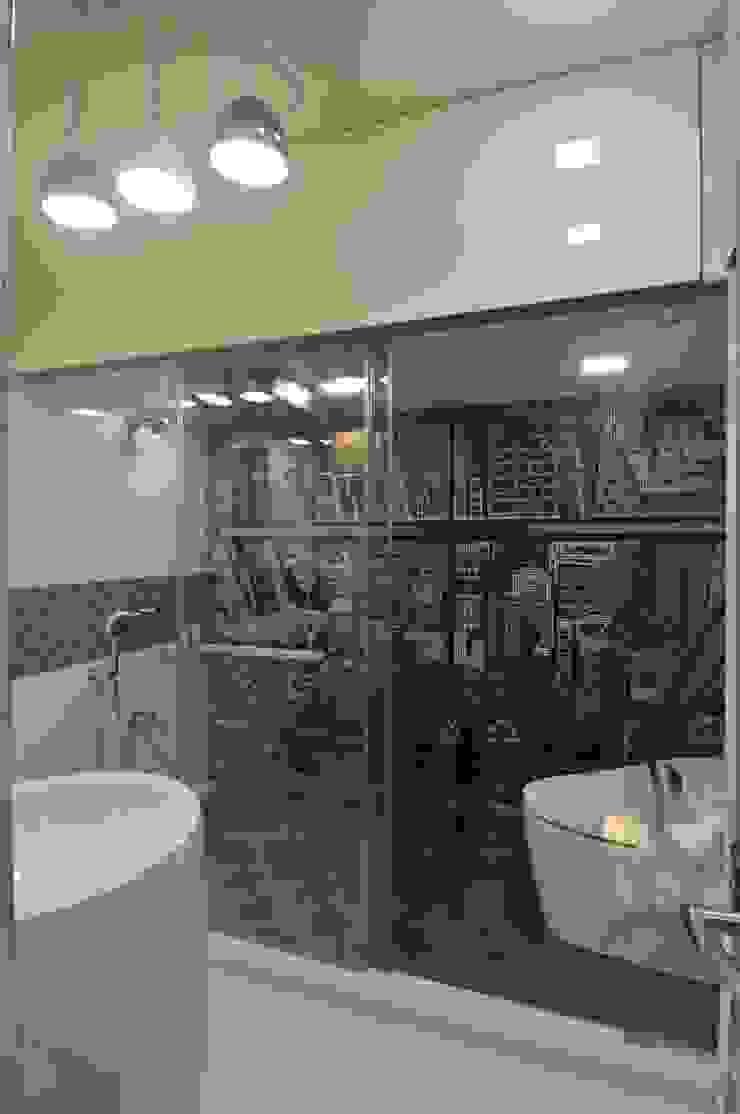 Site at Juhu Modern bathroom by Mybeautifulife Modern