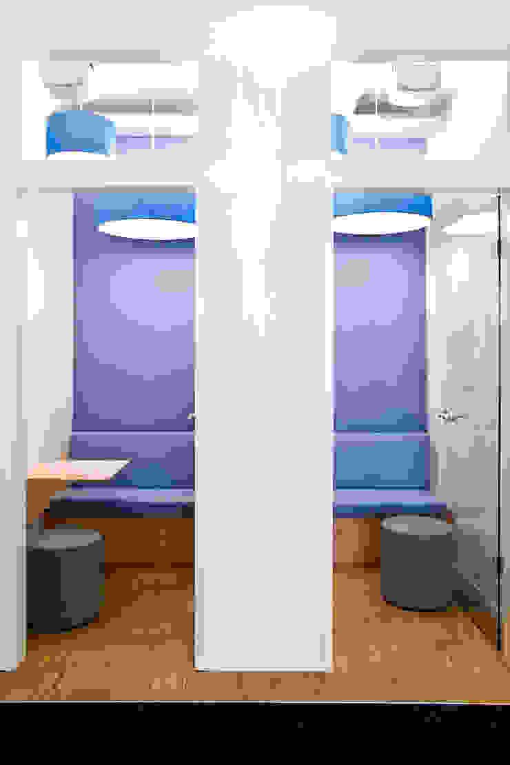 Edificios de oficinas de estilo moderno de Sabine Oster Architektur & Innenarchitektur (Sabine Oster UG) Moderno