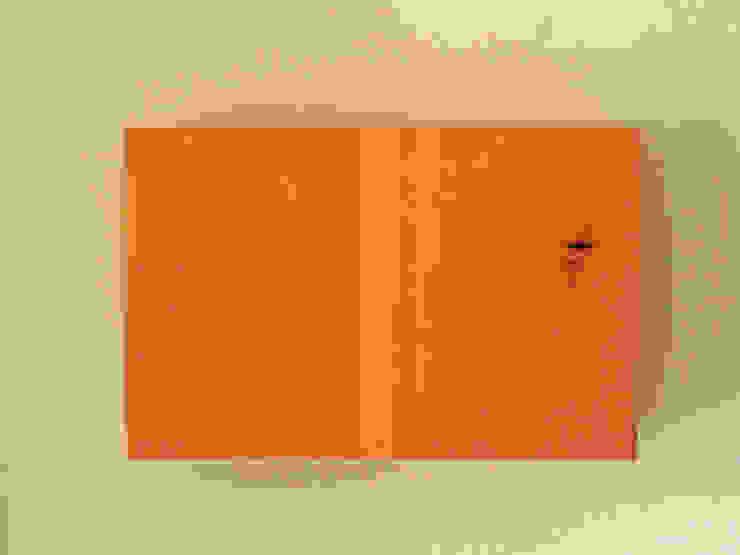 木の家具 quiet furniture of wood Vestíbulos, pasillos y escalerasAlmacenamiento Madera