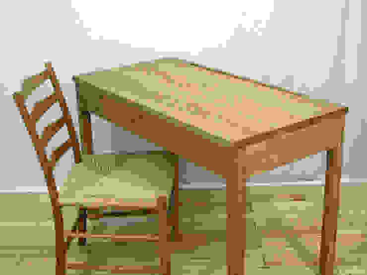 デスク: 木の家具 quiet  furniture of woodが手掛けた折衷的なです。,オリジナル 木 木目調