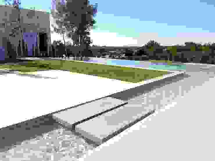 Vivienda Unifamiliar en Colinas Golf, promovida por Marjal Piscinas de estilo clásico de GESTIÓN TÉCNICA DE PROYECTOS PROYECTOS Y OBRAS, SL. Clásico