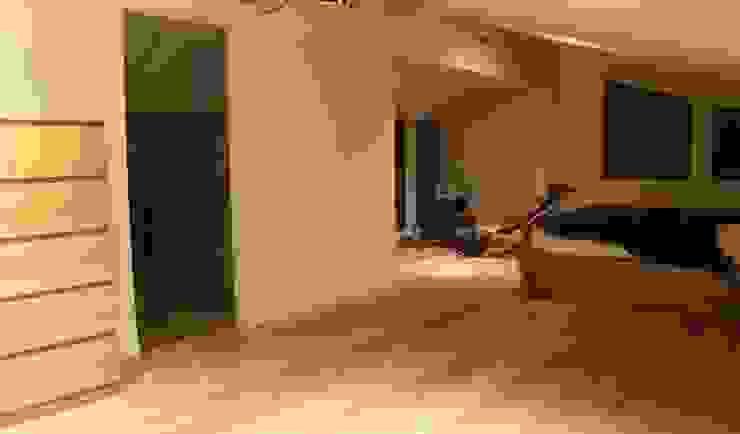 Ruang Keluarga oleh Estudio de Arquitectura 2E+1L, Klasik