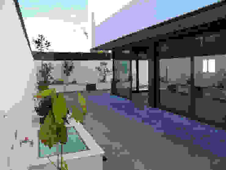 Дома в классическом стиле от Rodrigo Pérez, Estudio de Arquitectura. Классический