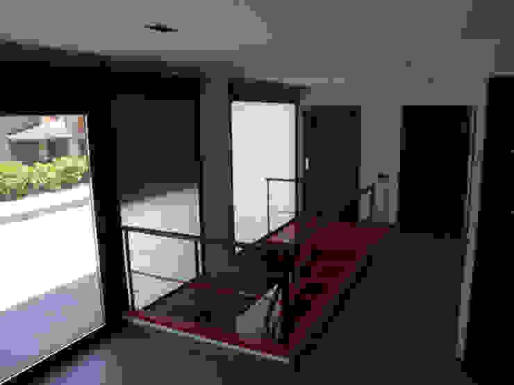 VIVIENDA UNIFAMILIAR. TOLEDO. Pasillos, vestíbulos y escaleras de estilo clásico de Rodrigo Pérez, Estudio de Arquitectura. Clásico