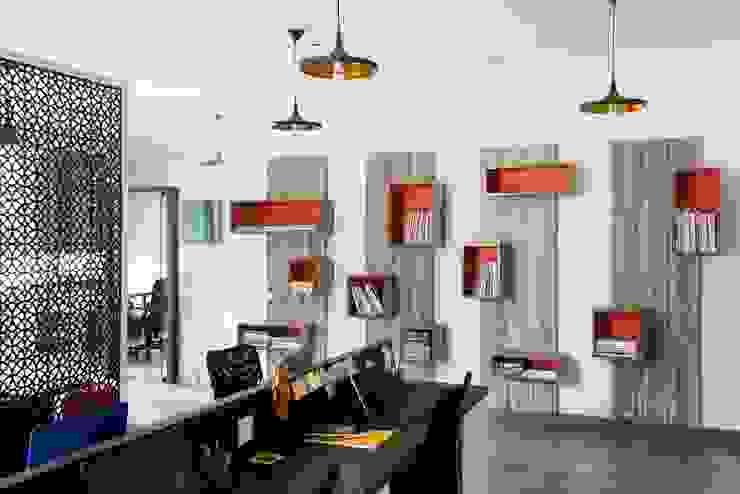 Bureau moderne par Studio Ezube Moderne
