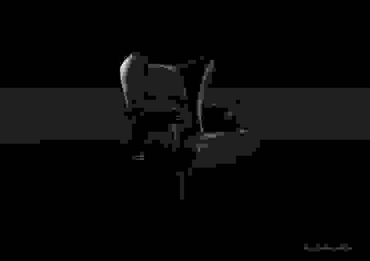 GADOW Lounge Sofa: 西村章デザイン事務所が手掛けた折衷的なです。,オリジナル 革 灰色