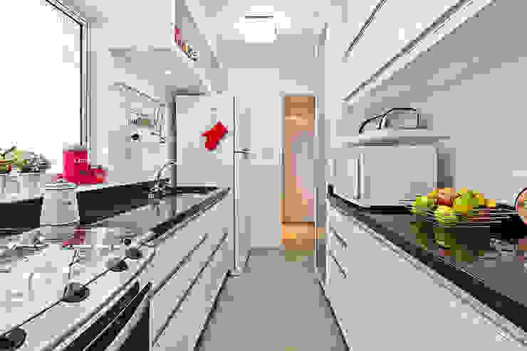 Patricia Vertuan Modern kitchen White