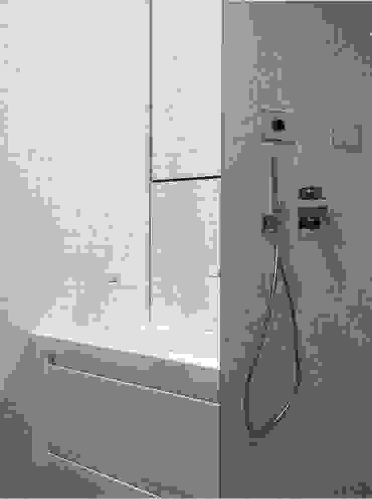 Apartamento Lisboa Casas de banho minimalistas por Ana Maria Timóteo _ arquitecta Minimalista