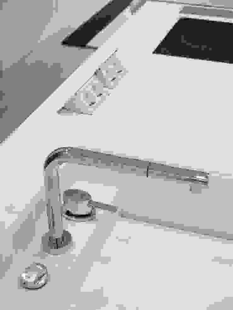 Apartamento Lisboa Cozinhas minimalistas por Ana Maria Timóteo _ arquitecta Minimalista