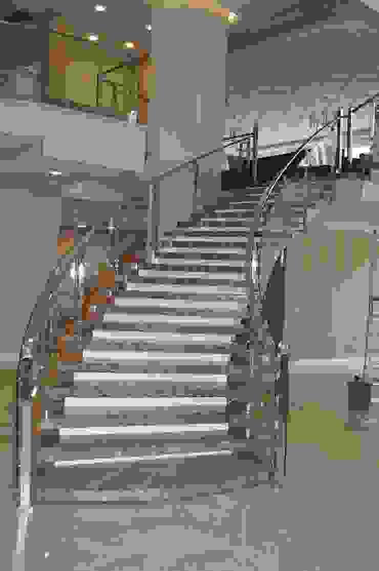 CAMLI KORKULUK Modern Koridor, Hol & Merdivenler DEKODİZAYN pirinç mob. dek. ltd. şti. Modern